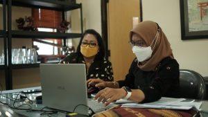 Kepala-Dinas-Kundha-Kabudayan-dan-Ibu-Eny-Lestari-di-Festival-Kebudayaan-Yogyakarta-Tahun-2021-Mereka-Rekam