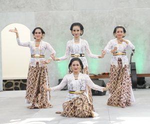 Tari Sido Luhur oleh Ibu Menari di Penutupan FKY Tahun 2021